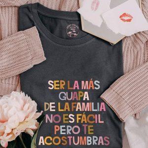 Camiseta Ser la más guapa de la familia no es fácil pero te acostumbras